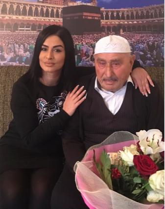 Shkurte Gashi ndihmon gjyshin të shkojë në Haxh